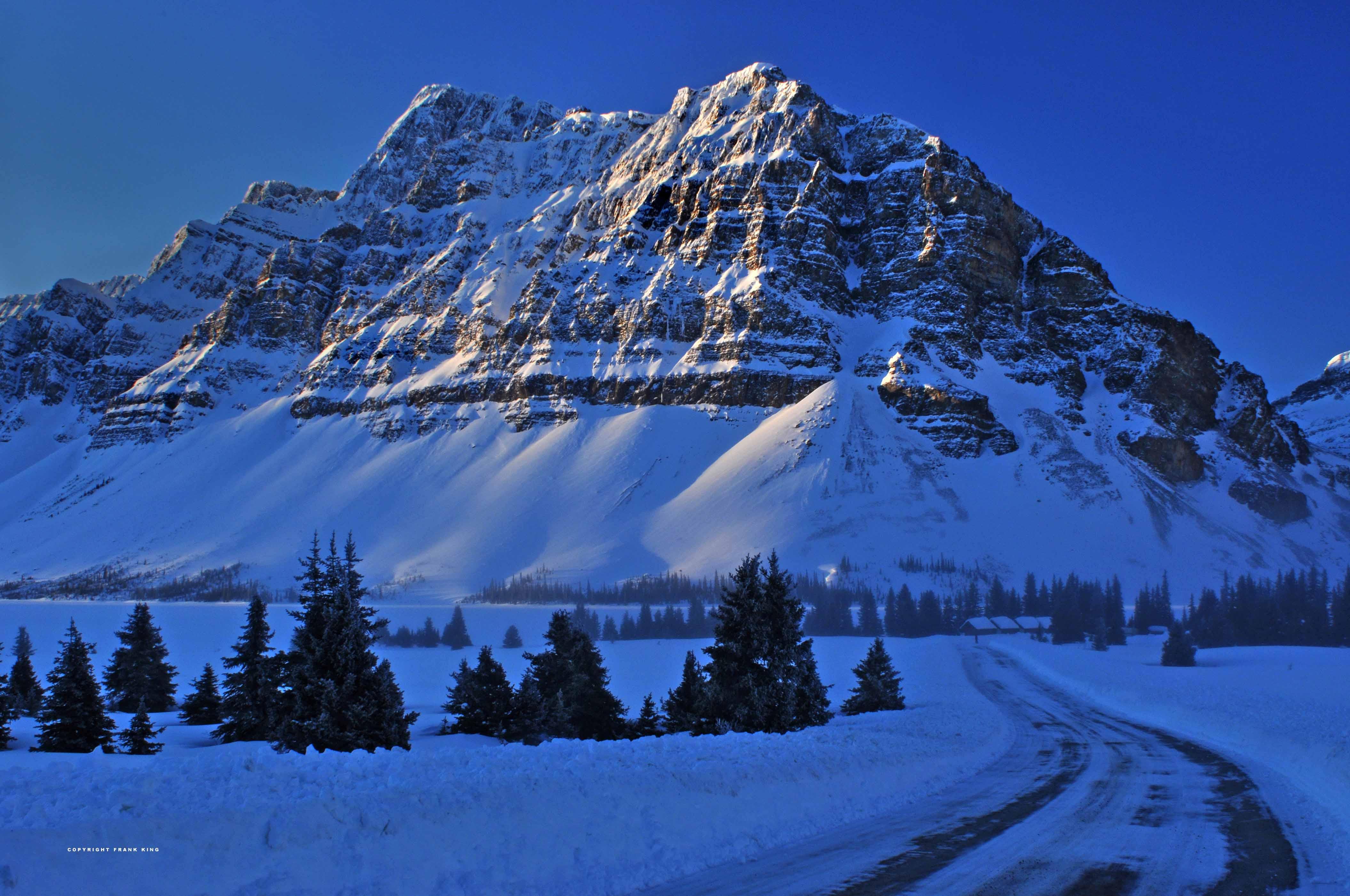 природа зима снег горы скалы деревья  № 2781173 без смс